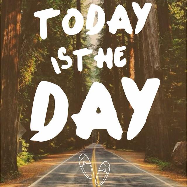 Comienza la semana, y porque no?? Today si the day!!! @blackmonkeystore #alpargatas #diseño #onda #verano #playa #todayistheday #lunes #quito #argentina #pinamar #carilo #mdq #cdelu #followme #instapic