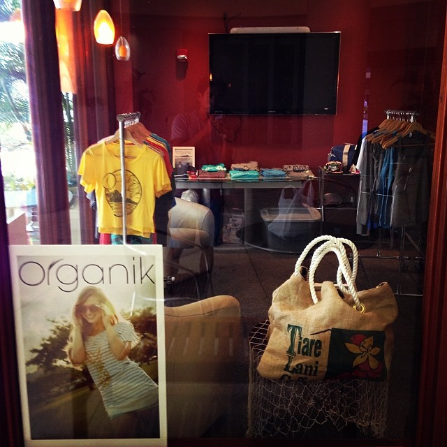 #organik #holiday pop-up #shop at 55 Merchant St #honolulu is open M-F 10-3 with #eco #sustainable #organic #recycled #tees #clothing accessories  #m8te @1stm8te map wallets & @yellowbirdbohemia #art