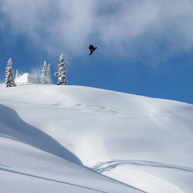 #thriving #backcountry #booter #snowboard @patrickpitter #austria #thrivesnowboards