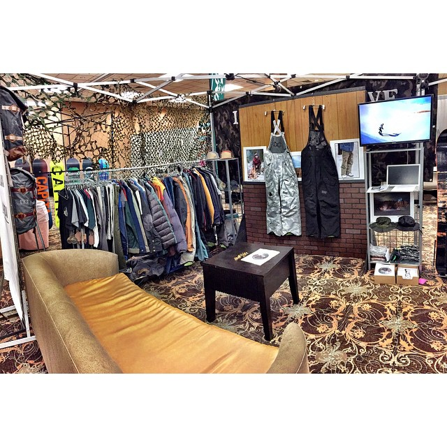 #WWSRA show setup in #Reno for the week. Staying hidden beneath the Camo in our transplanted living room. #SupportYourLocalBoardshop #MindfullyManufactured ♻️ || with @grahamnotgram @kaliforniaromereps