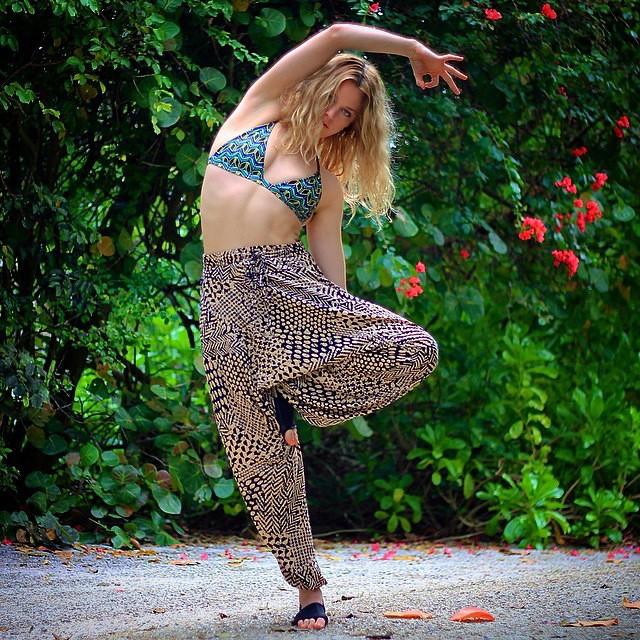 Waves to Asana, MI OLA makes sure you stay covered #miola #miolainaction #miolainthewild #yoga #yogi #Asana #getoutthere #muse #instagood #photooftheday #yogaeverydamnday @rock3roll