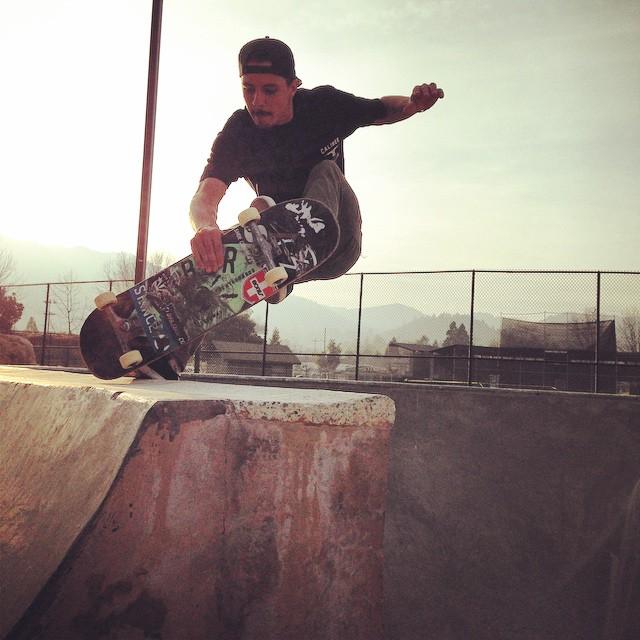 @radicalsmith #caliberstandards heelamonster @arborskateboards #skateboarding @gnarlitosway