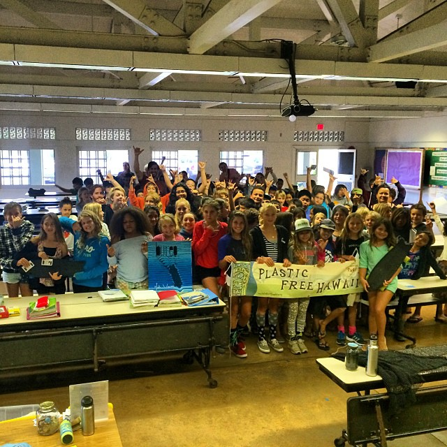 Throwing shakas with the 4-6th graders at Sunset Elementary today with @kokuahawaiifoundation. Awesome day for the North Shore school visits...and a couple fun waves around! #alohabureo #PlasticFreeHawaii