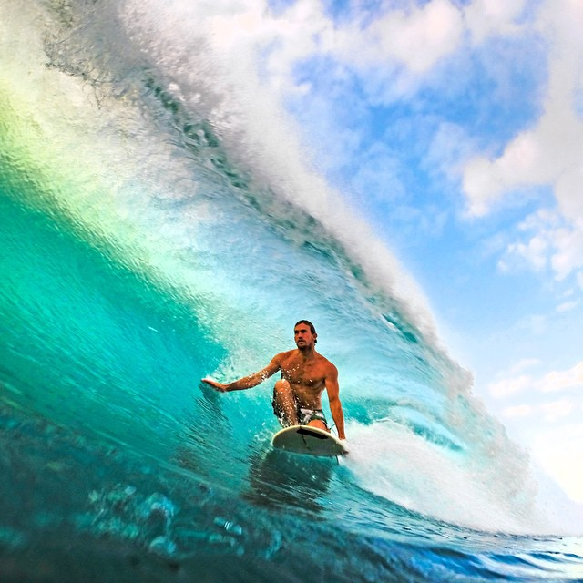 Gavin Sutherland grabbing a clean barrel at Backdoor. Photo: @morgan_halas. #gopro #gopole #gopolebobber #surf #hawaii