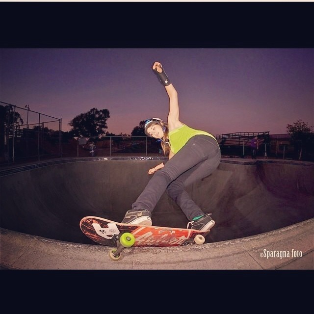RegrAm @sparagram of @ameliabrodka #feeblegrind in the #clairemont #bowl #sunsetsession #skateboarding Amelia wears the S1 Kid #Helmet