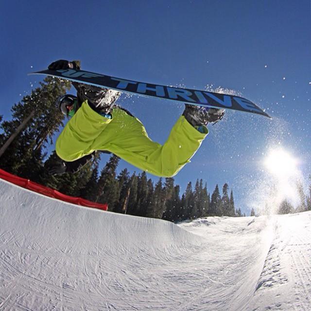 #halfpipe #northstar #snowboard #thrivesnowboards #accomplice @dougfagel @shutter_steez