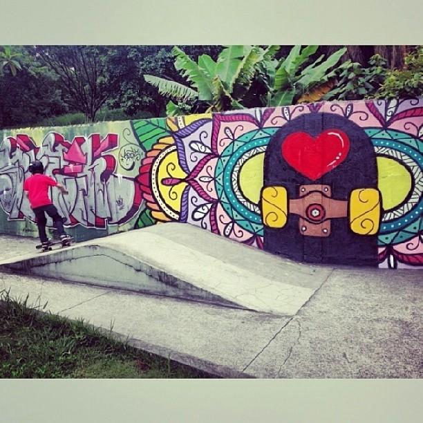 Gran captura del genio @dariomattarollo, según él Skate = Arte = Amor. Claro que si!!