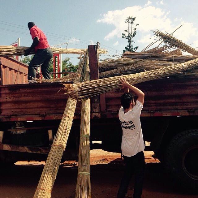 Los materiales van llegando y el Aula QA empieza a ser realidad. @amozambique haciendo un trabajo impresionante en Mafangue #QuienSabedeActitud #QuieroAyudar www.QA.com.ar