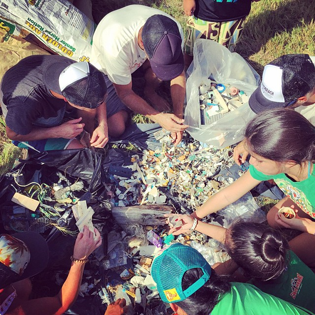 Micro plastic sort fest with  at Kahuku beach yesterday. Over 300lbs of the 1,000lbs of collected trash was directed to recycling programs. Awesome to see the organization from  @sustainablecoastlineshawaii and @kokuahawaiifoundation , they run a tight...