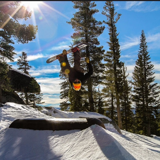 Head over to @snowboardermag and check out the new #featurepresentation! Eric Royce (@roycephotogs) is working hard for the family @sierra_at_tahoe #goodpeople #greatsnowboards #teamseries