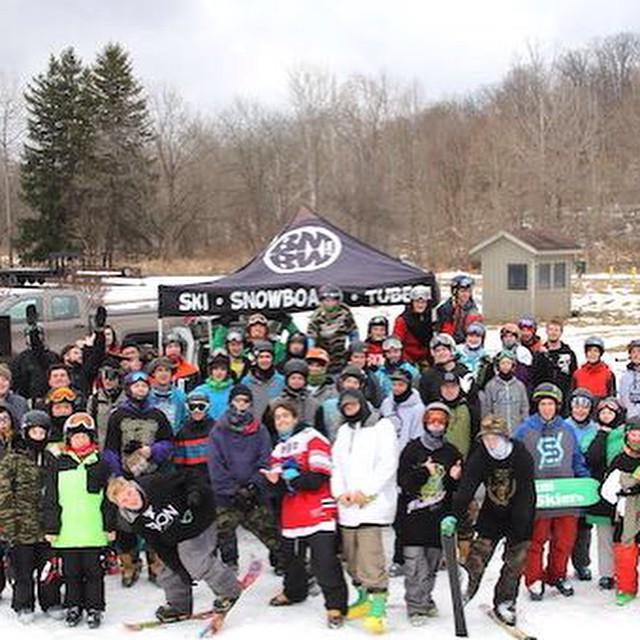 #fulsend team rider @the_g00n reppin at the #newschoolers Tell A Friend Tour @bmbw @linetravelingcircus #JustSendIt #skitheeast #bmbw #skiing @parryandy