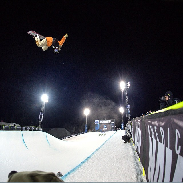 @travelindan sending it in Snowboard SuperPipe Elims! Finals up next #xgames (