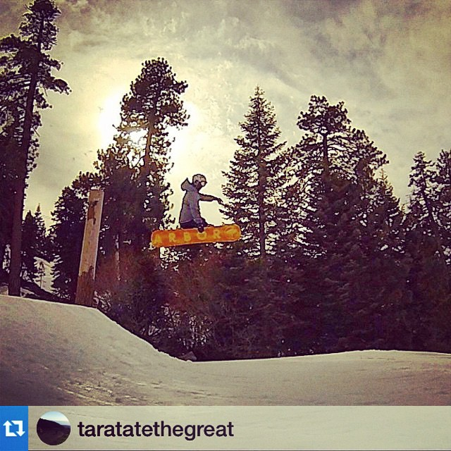 Yeehaw @taratatethegreat #repost・・・I don't even know what I'm doing anymore. Just #snowboarding, I guess. @arborsantabarbara @arborgirls @arborsnowboards @fluxbindings @pizzanista @xshelmets @smithoptics @thirtytwo | P: @steezy816 L: @snow_summit |...