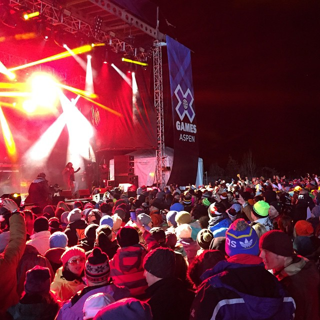 Snoop-a-loop has still got the swagger #xgames #Aspen #colorado #snoopdog #roadtrip #goodpeople #goodpeoplelife #lifeabovethecrowd #shoulderseats #lategram
