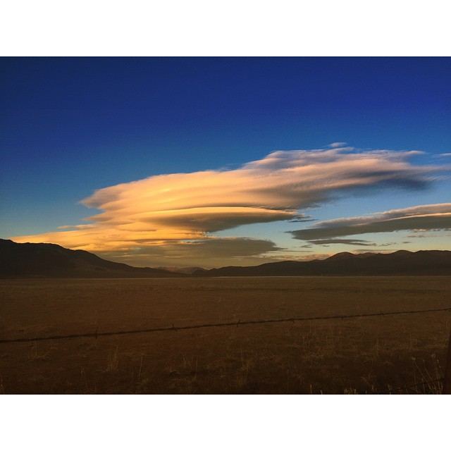 Lenticular clouds on the eastern Sierra. #itswayoutthere