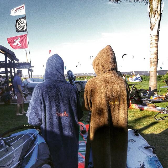 Cuando sopla en #elmolino ahí está @elmandarinasurf .... #surf #kite #kitesurf #windsurf #sky #sports #free #style #wind #windguru #fly #water #river #summer