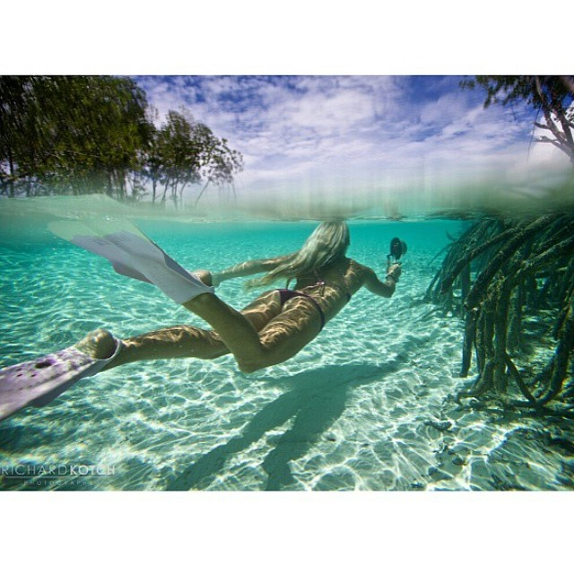 Looking for the #unknown by @amy_kotch and @richard_kotch #creativecouple #maldives #explore -- #boho #short and #boho #surf in #berry #splash -- shop.odinasurf.com/c/cyber-sale