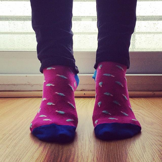 El día lluvioso t baja, pero las Suarez te levantan (hasta los talones!) #MediasConOnda #LoveYourSuarez #socks #style