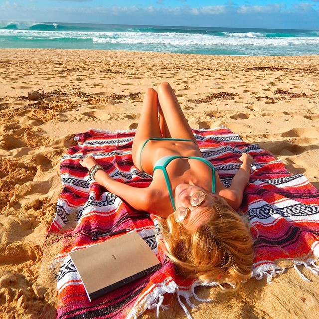 Our brand ambassadors are hotter than yours. @the_salty_blonde shows us how she rocks her #AllSwell on the #northshore