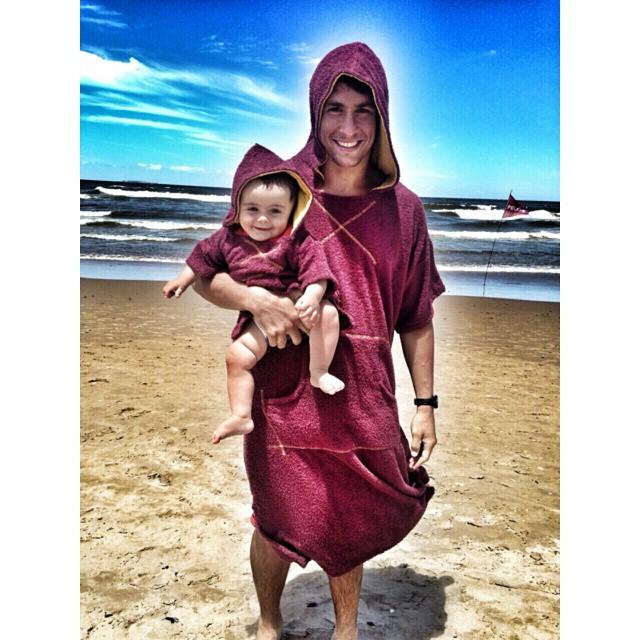 Mandarinas en accion!!!!! =) @santiagomoreno84 y salva en punta del este! Esta dupla dispara las ventas!!! #surf #beach #summer #holidays #baby #babysurf #cool #free #style #friends #play #sand
