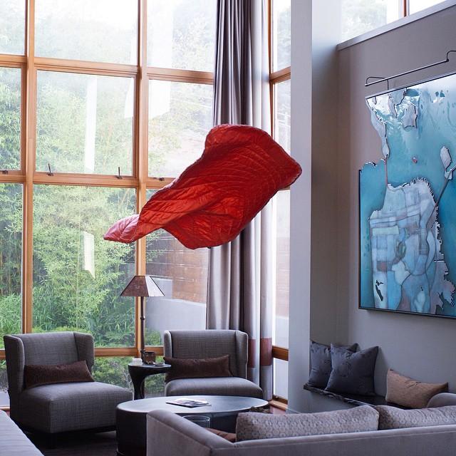 Modern loft, hovering Rumpl