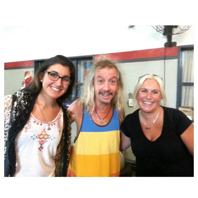 Ir a visitar a papá al trabajo y cruzarte con Peter Capusotto. #cholulas #genio #Peter #Capusotto #instamoment #smile