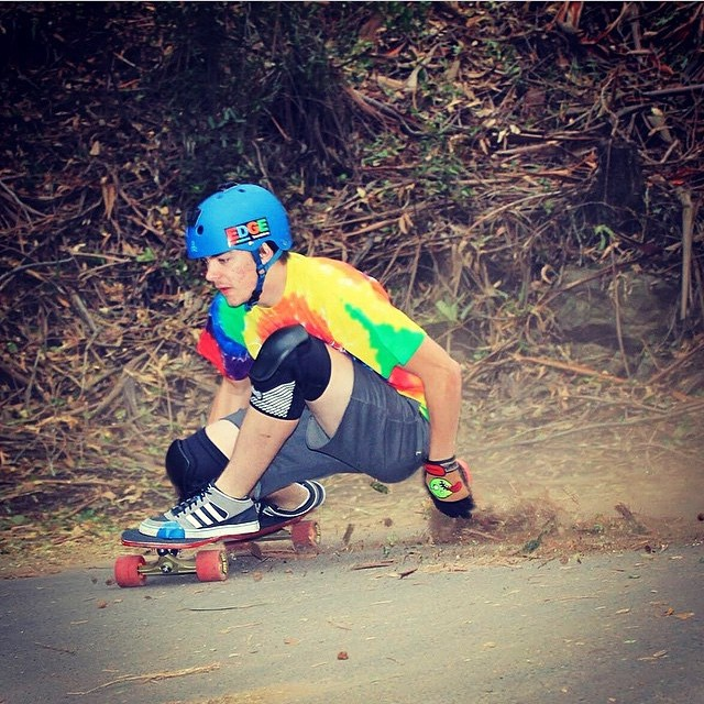 @desgnarlais low on this sick shot by @riptidesports ! #keepitholesom #holesomgloves