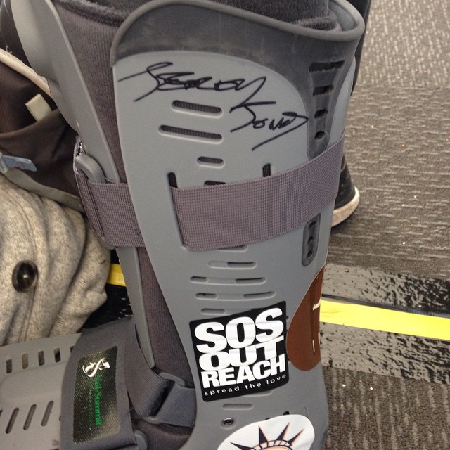 @jeremyjones thanks for the signature! #sia15 #brokenankle #soslove @jonessnowboards