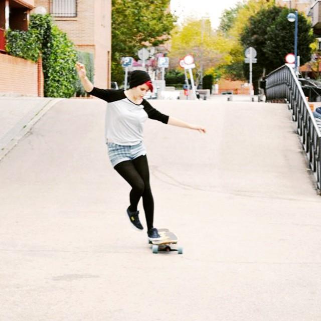 Go to www.longboardgirlscrew.com and check Spanish riders Cande & Elena skating through some classic Madrid spots. Enjoy!  #longboardgirlscrew #girlswhoshred #madrid