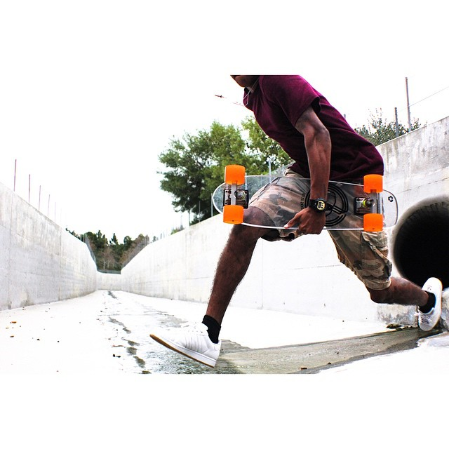@zeyakemon scopin' spots to shred #jellyskateboards #jellylife #ridethetide #ladera || Photo: @killamitchyviewz
