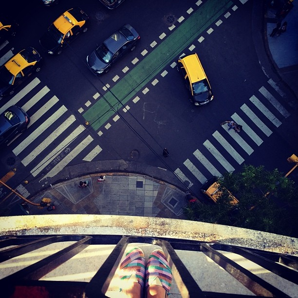 Would you dare to jump? #Paez #city #taxi #shoes #balcony #street #cars #bsas #buenosaires #argentina #view #high