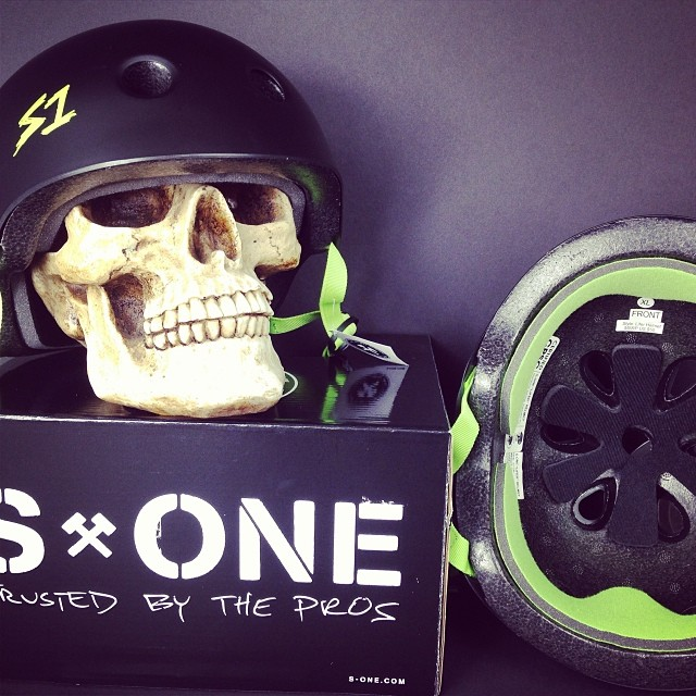 #ohwhat its #fridaythe13th . #chchcchhhchahahahah . #skully wearing the #deepfit #certified #s1 #lifer #helmet