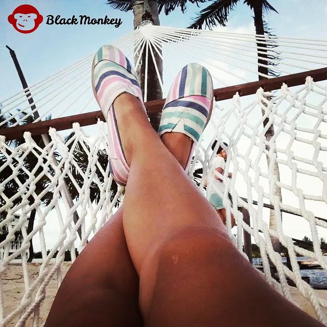 Vos como empezaste tu mañana de Domingo? Relax con @blackmonkeystore  #domingo #relax #beach #alpargatas #caymanislands #summertime #sun #beach #instafollow #photooftheday #picoftheday #ipanema