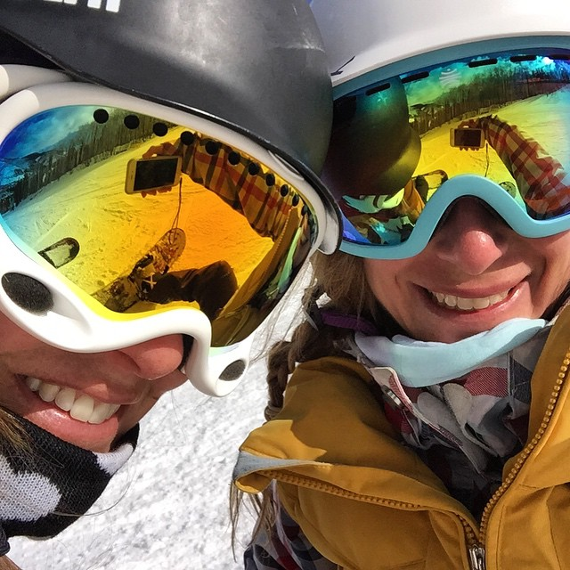 Friends that shred together stay together @katiecportz #sisterhoodofshred #shredbetties #Outdoorwomen #alpinebabes #Snowboarding #chicksthatrip #Vail #VailLive