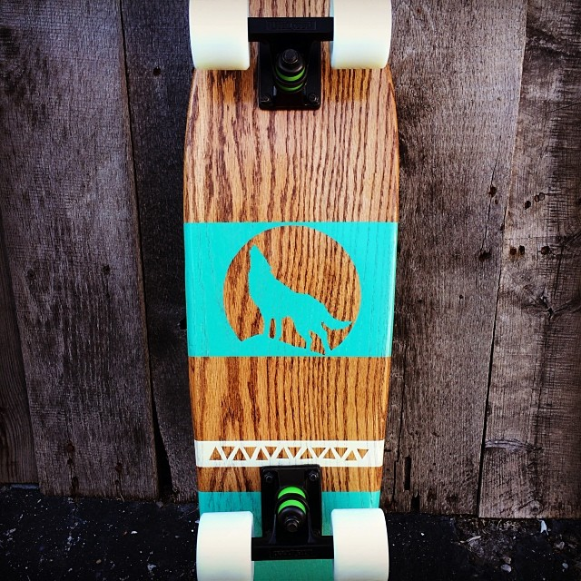 Lovin' the negative space wolf design on this cruiser. $25 off all longboards and $20 off cruisers. Order by dec 19 for Xmas!