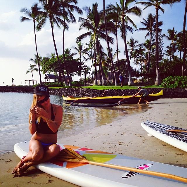 @konaboys New amazing gear #photoshoot #behindthescenes #regatta #sup #ecofashion @swellliving #rareformoutdoors @kaenon #kaenon #itakebioastin #paddlehi @odinasurf #odinabikini