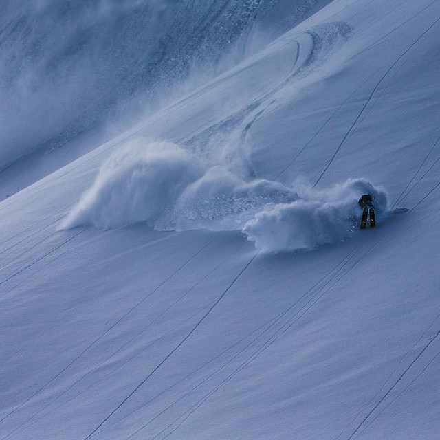 DPS Koala @pierssolomon showcasing his smooth like butter style while shredding powder in Engelberg. Photo: @oskar_enander. #powder #skiing #Engelberg #butter #style