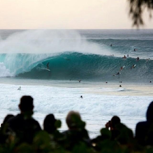 Re post de @vanstriplecrownsurf. HOY tenemos PIPE MASTERS de la #vtcs. Miralo en vanstriplecrownofsurfing.com