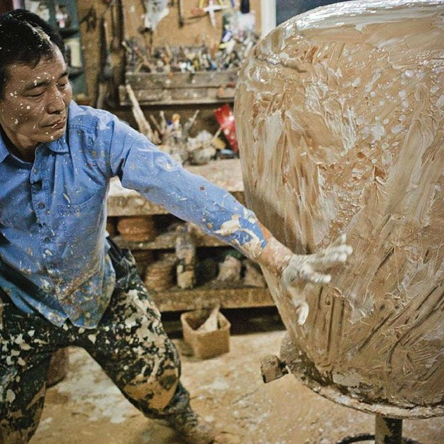 Humpday. Get dirty. Do the work. (Master potter #leekanghyo in his studio.) #allswell