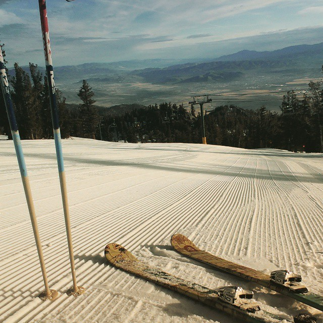 Up early means #corduroy runs and no crowds @skiheavenly #thisismymountain #winter #tahoe #tahoeskibum #outdoors #graniterocx