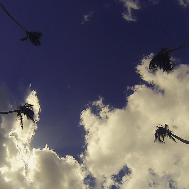 El paso de las nubes x el cielo. #antistress #arte_of_nature #atardecer #nubes #cloud #palmeras #palmer #blogmochilando #big_shotz #cielo #excellent_nature #earthpix #fotosnomadas #gopro3 #goproarg #goprophotography_ #instatravel #ig_merida #ig_planet...