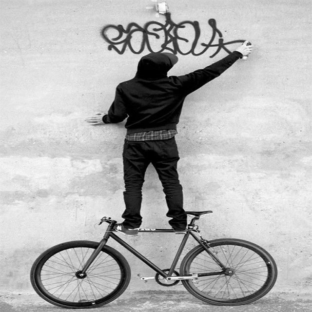 #livefree #rideon #fixedgear #repost #tumblr #graffiti #bikeart #singlespeed #black #white #dailyfix #bikeislife #boombotix