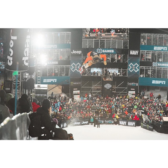In the last run of #XGames Men's Snowboard SuperPipe, @travelindan dropped the
