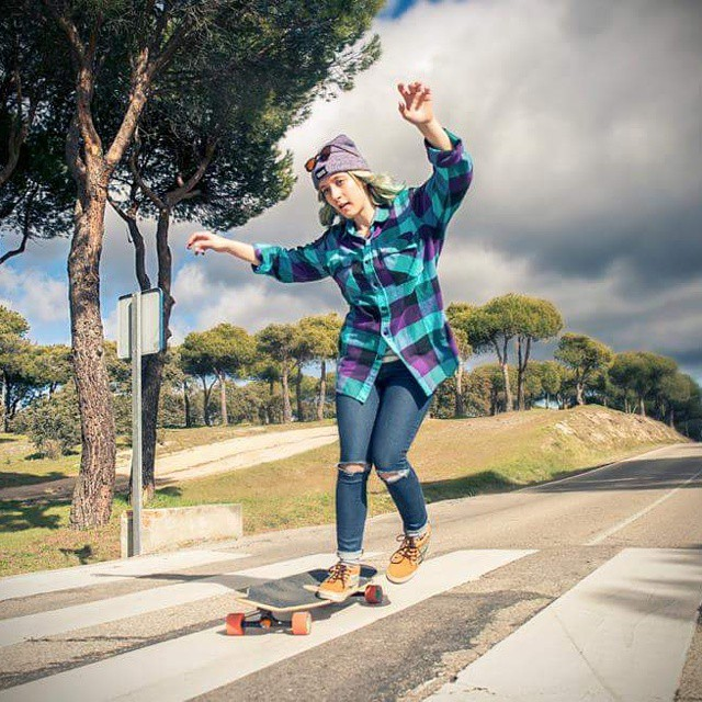 Go to www.longboardgirlscrew.com and check @itzibarros  testing our new LGC Board. She loves it!  To order it go here www.concretewave.de/Longboards/Bretter/Cruiser/Longboard+Girls+Crew+LGC+deck_4639 Pic @noelia_otegui  #longboardgirlscrew...