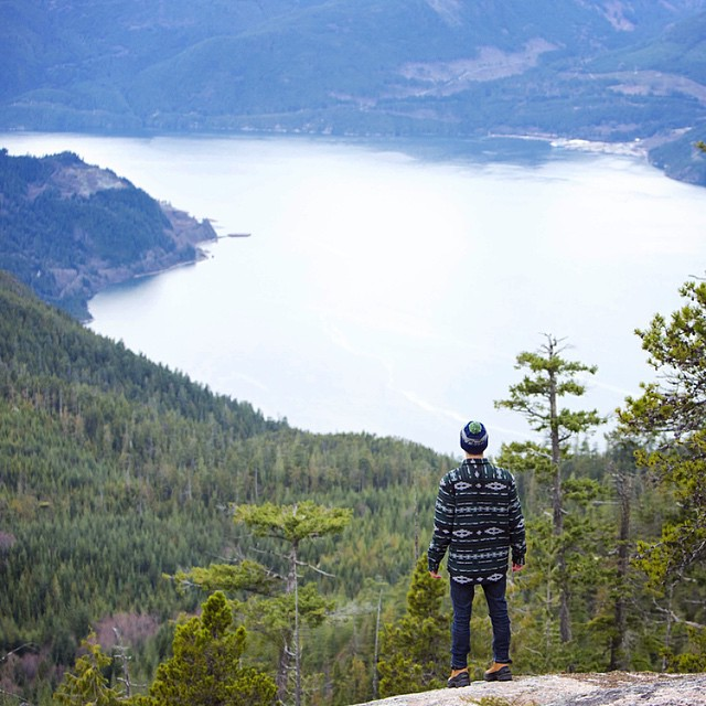 The NEW Vancouver Insulated Flannel in action - in the mountains just beyond Vancouver. ⠀ Snag the NEW Vancouver Insulated Flannel today at www.disidual.com // photo: @stephenskis #disidual #disiduallivin #distinctindividual #brokeandstoked #flannel...