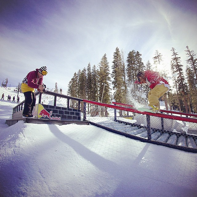 A little behind the scenes action from one of our shoots. Nick from @irelevantmedia checking out he latest shot as @lallylallybostonsteve finishes his front blunt 270 out at @borealmtn. #thrivesnowboards #redbull #borealmagic #relentless #railtricks...