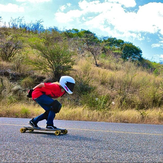 @carlafaxass bombing hills and leaving them smelling like bubblegum #keepitholesom #delpatiolongboarding #teamgirlas