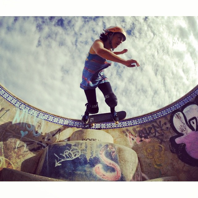 Pie in the sky ✨ @huntahlong ✨ photo @ryancolle #xshelmets #xsteam #hawaii #forgirlswhoshred #skate