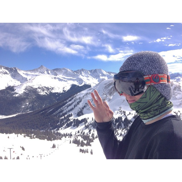 B L U E B I R D  H O T L A P S | team rider @whocutthechez testing out the new neck tubes and beanies. SPF 55 and breathable | #stzlife #coppermtn #snowboard #sendit #leftovers #woodwardcopper #blackstrap @blackstrap_inc #bsbrand