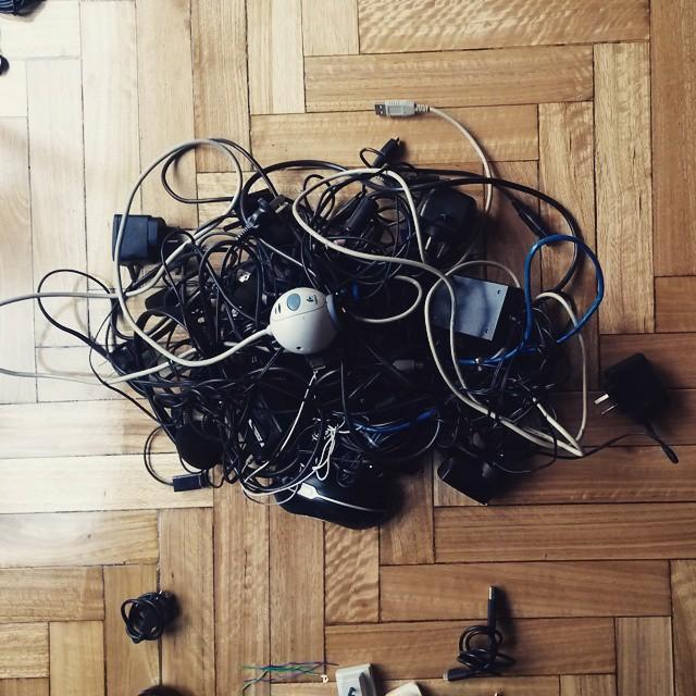 El cajon de loa cables.